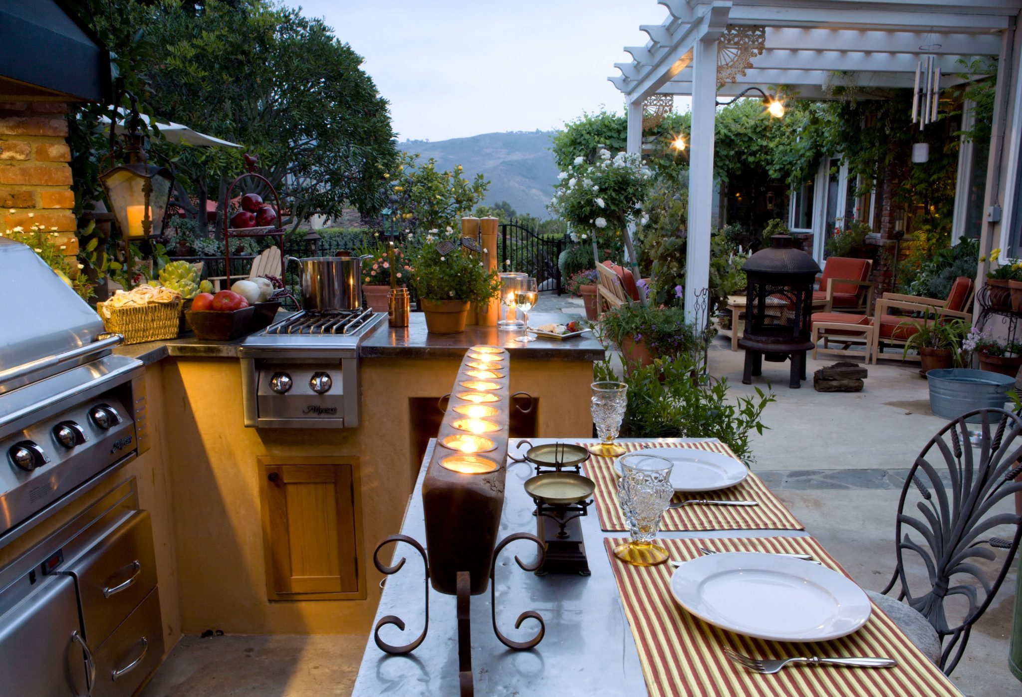 The Outdoor Kitchen Evolves – 5 tips for creating the ultimate in al fresco dining.